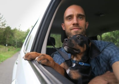 Django @10 Weeks - Chris & Django in Car @ 2,5 Months